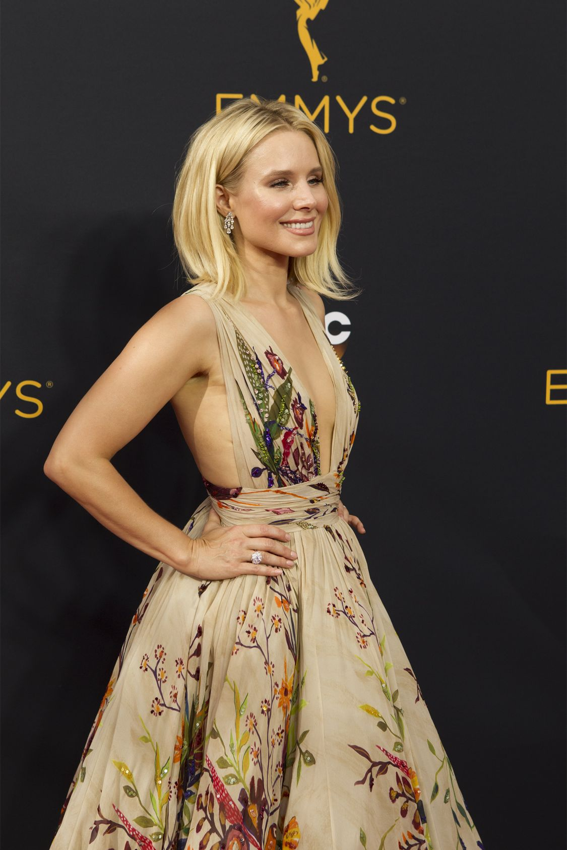"""THE 68TH EMMY(r) AWARDS - """"The 68th Emmy Awards"""" broadcasts live from The Microsoft Theater in Los Angeles, Sunday, September 18 (7:00-11:00 p.m. EDT/4:00-8:00 p.m. PDT), on ABC and is hosted by Jimmy Kimmel. (ABC/Rick Rowell) KRISTEN BELL"""