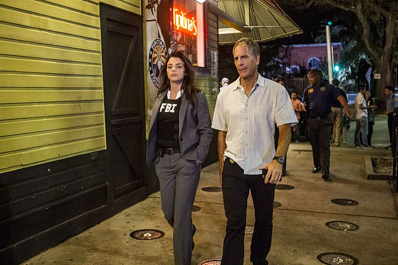 """""""Suspicious Minds"""" -- Pride faces further backlash from the FBI when he helps former Navy Intelligence Analyst Elvis Bertrand (Tom Arnold), who is the lead suspect in a multiple homicide case, on NCIS: NEW ORLEANS, Tuesday, Sept. 27 (10:00-11:00 PM, ET/PT), on the CBS Television Network. Pictured L-R: Vanessa Ferlito as FBI Agent Tammy Gregorio and Scott Bakula as Special Agent Dwayne Pride of the CBS series NCIS: NEW ORLEANS, scheduled to air on the CBS Television Network. Photo: Skip Bolen/CBS ©2016 CBS Broadcasting, Inc. All Rights Reserved"""