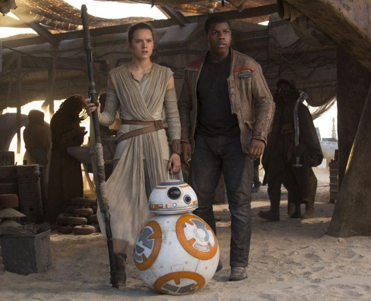 Star Wars: The Force Awakens L to R: Rey (Daisy Ridley) and Finn (John Boyega) Ph: David James © 2015 Lucasfilm Ltd. & TM. All Right Reserved.