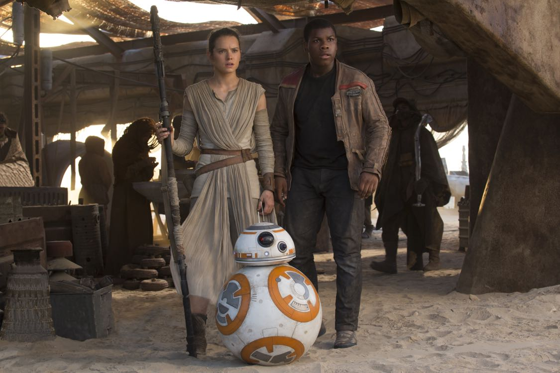 Star Wars: The Force Awakens L to R: Rey (Daisy Ridley) and Finn (John Boyega) Ph: David James © 2015 Lucasfilm Ltd. & TM. All Right Reserved.