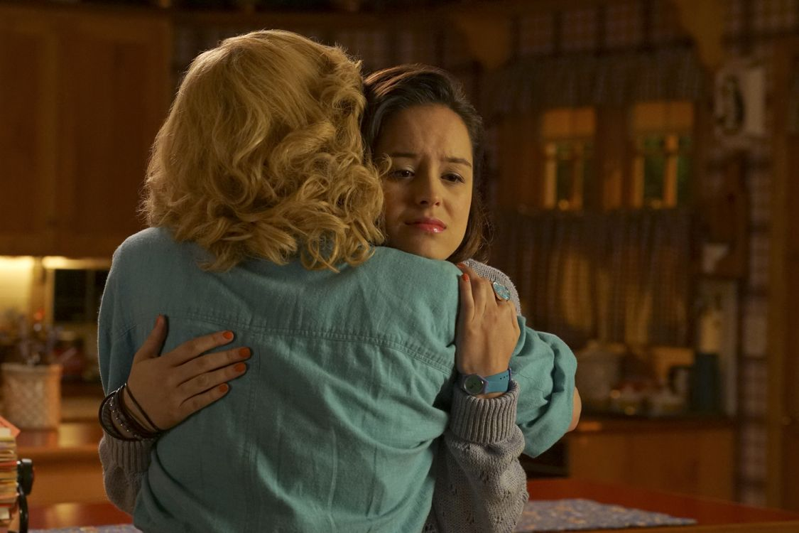 """THE GOLDBERGS -""""Physical Education Education"""" - Erica and Lainey try to find Bill a woman of interest by using new technology for dating. They recruit Adam to create a demo reel, but Beverly insists she will find someone the old fashioned way. Meanwhile, after a """"failed"""" aptitude test, Barry decides he wants to be a gym teacher and becomes Coach Mellor's apprentice, on """"The Goldbergs,"""" WEDNESDAY, SEPTEMBER 28 (8:00-8:30 p.m. EDT), on the ABC Television Network. (ABC/Byron Cohen) HAYLEY ORRANTIA"""