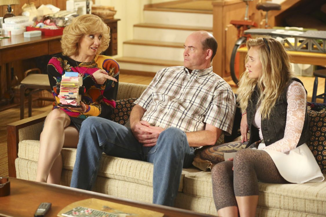 """THE GOLDBERGS -""""Physical Education Education"""" - Erica and Lainey try to find Bill a woman of interest by using new technology for dating. They recruit Adam to create a demo reel, but Beverly insists she will find someone the old fashioned way. Meanwhile, after a """"failed"""" aptitude test, Barry decides he wants to be a gym teacher and becomes Coach Mellor's apprentice, on """"The Goldbergs,"""" WEDNESDAY, SEPTEMBER 28 (8:00-8:30 p.m. EDT), on the ABC Television Network. (ABC/Michael Ansell) WENDI MCLENDON-COVEY, DAVID KOECHNER, AJ MICHALKA"""