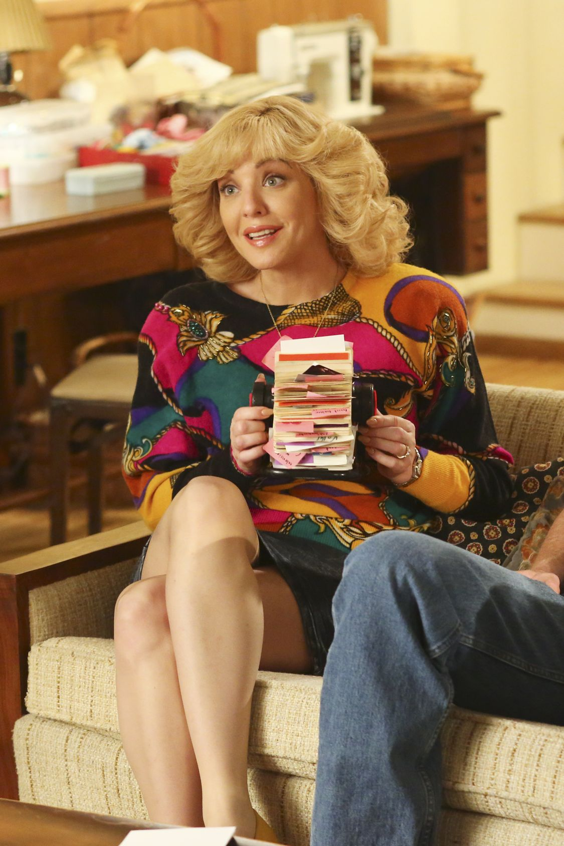 """THE GOLDBERGS -""""Physical Education Education"""" - Erica and Lainey try to find Bill a woman of interest by using new technology for dating. They recruit Adam to create a demo reel, but Beverly insists she will find someone the old fashioned way. Meanwhile, after a """"failed"""" aptitude test, Barry decides he wants to be a gym teacher and becomes Coach Mellor's apprentice, on """"The Goldbergs,"""" WEDNESDAY, SEPTEMBER 28 (8:00-8:30 p.m. EDT), on the ABC Television Network. (ABC/Michael Ansell) WENDI MCLENDON-COVEY"""