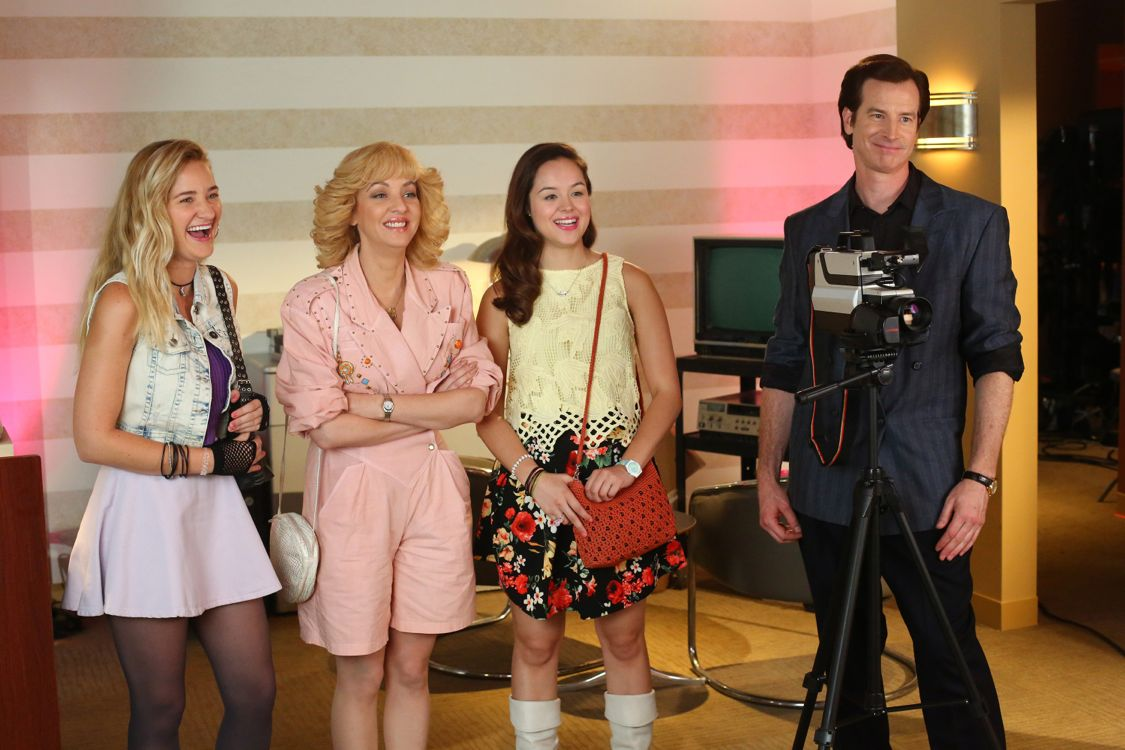 """THE GOLDBERGS -""""Physical Education Education"""" - Erica and Lainey try to find Bill a woman of interest by using new technology for dating. They recruit Adam to create a demo reel, but Beverly insists she will find someone the old fashioned way. Meanwhile, after a """"failed"""" aptitude test, Barry decides he wants to be a gym teacher and becomes Coach Mellor's apprentice, on """"The Goldbergs,"""" WEDNESDAY, SEPTEMBER 28 (8:00-8:30 p.m. EDT), on the ABC Television Network. (ABC/Michael Ansell) AJ MICHALKA, WENDI MCLENDON-COVEY, HAYLEY ORRANTIA, ROB HUEBEL"""