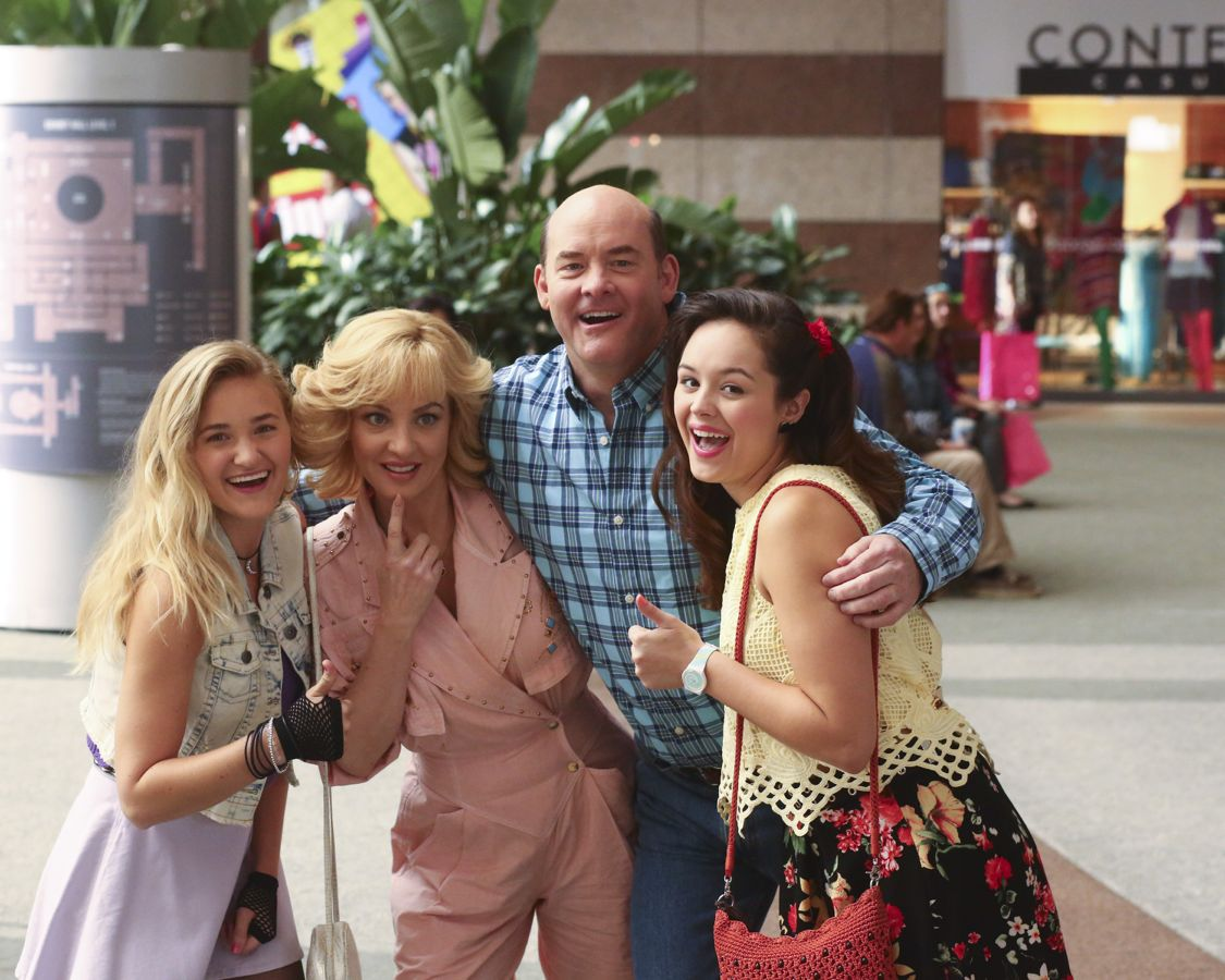 """THE GOLDBERGS -""""Physical Education Education"""" - Erica and Lainey try to find Bill a woman of interest by using new technology for dating. They recruit Adam to create a demo reel, but Beverly insists she will find someone the old fashioned way. Meanwhile, after a """"failed"""" aptitude test, Barry decides he wants to be a gym teacher and becomes Coach Mellor's apprentice, on """"The Goldbergs,"""" WEDNESDAY, SEPTEMBER 28 (8:00-8:30 p.m. EDT), on the ABC Television Network. (ABC/Michael Ansell) AJ MICHALKA, WENDI MCLENDON-COVEY, DAVID KOECHNER, HAYLEY ORRANTIA"""