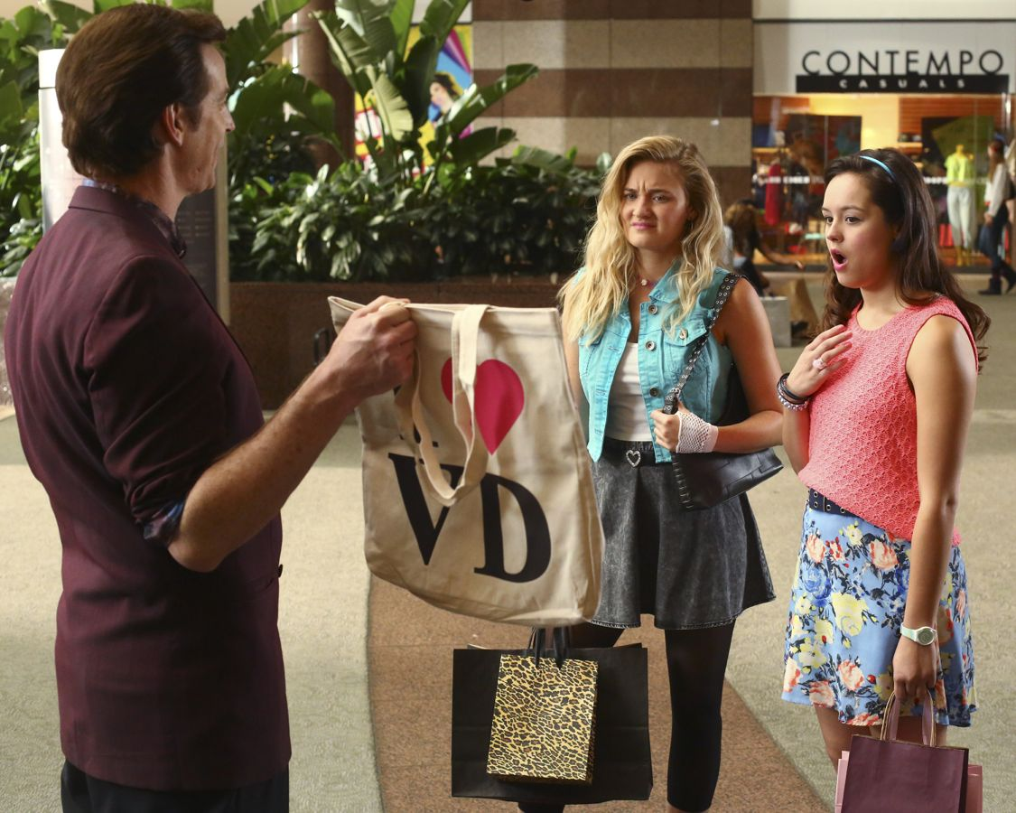 """THE GOLDBERGS -""""Physical Education Education"""" - Erica and Lainey try to find Bill a woman of interest by using new technology for dating. They recruit Adam to create a demo reel, but Beverly insists she will find someone the old fashioned way. Meanwhile, after a """"failed"""" aptitude test, Barry decides he wants to be a gym teacher and becomes Coach Mellor's apprentice, on """"The Goldbergs,"""" WEDNESDAY, SEPTEMBER 28 (8:00-8:30 p.m. EDT), on the ABC Television Network. (ABC/Michael Ansell) ROB HUEBEL, AJ MICHALKA, HAYLEY ORRANTIA"""
