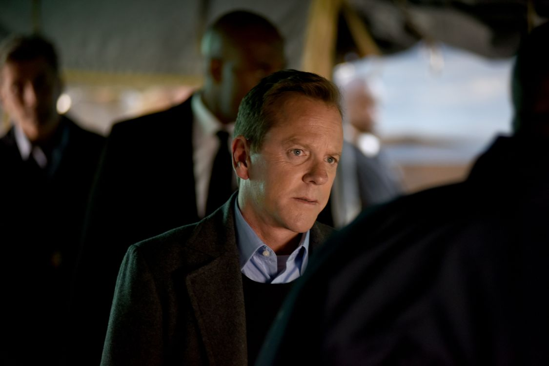 """DESIGNATED SURVIVOR - """"""""The First Day"""" - Hours after the attack on the Capitol, President Kirkman steps into his role as Commander-in-Chief in the midst of chaos and confusion. Facing dangerous new challenges and adversaries, Kirman struggles to hold a country together that is on the brink of falling apart. Virginia Madsen guest stars on the highly anticipated ABC series """"Designated Survivor,"""" WEDNESDAY, SEPTEMBER 28 (10:00-11:00 p.m. EDT). (ABC/John Medland) KIEFER SUTHERLAND"""