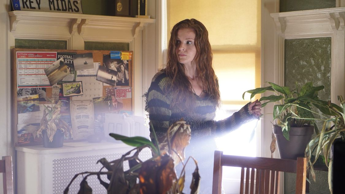 """GOTHAM: Maggie Geha in the """"Mad City: Burn The Witch"""" episode of GOTHAM airing airing Monday, Sept. 26 (8:00-9:01 PM ET/PT) on FOX.  ©2016 Fox Broadcasting Co. Cr: Nicole Rivelli/FOX."""