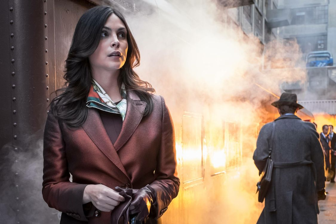 """GOTHAM: Morena Baccarin in the """"Mad City: Burn The Witch"""" episode of GOTHAM airing airing Monday, Sept. 26 (8:00-9:01 PM ET/PT) on FOX.  ©2016 Fox Broadcasting Co. Cr: Jeff Neumann/FOX."""