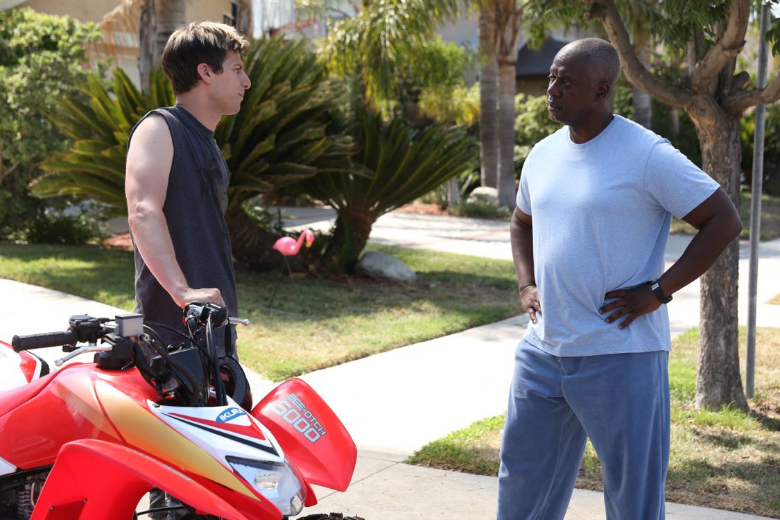 """BROOKLYN NINE-NINE: L-R: Andy Samberg and Andre Braugher in the """"Coral Palms Pt.1"""" season premiere episode of BROOKLYN NINE-NINE airing Tuesday, Sept. 20 (8:00-8:31 PM ET/PT) on FOX. ©2016 Fox Broadcasting Co. CR: Ray Mickshaw/FOX."""