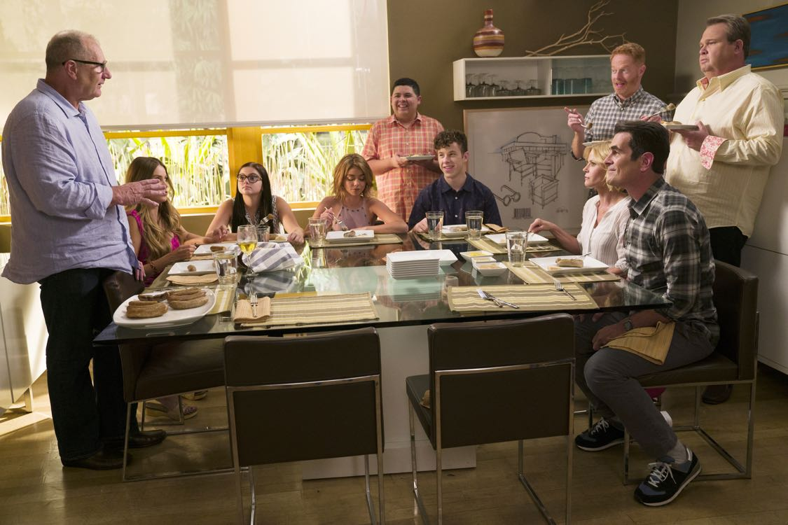 """MODERN FAMILY - """"A Tale of Three Cities"""" - After recent trips take the Dunphys to New York; Mitch, Cam and Lily to the Midwest; and Jay, Gloria, Manny and Joe to Juarez, Mexico; the Pritchett-Dunphy-Tucker clan reunites in its eighth season premiere with all of the families converging at home for Father's Day, on """"Modern Family,"""" TUESDAY, SEPTEMBER 21 (9:00-9:31 p.m. EDT), on the ABC Television Network. (ABC/Peter """"Hopper"""" Stone) ED O'NEILL, SOFIA VERGARA, ARIEL WINTER, SARAH HYLAND, RICO RODRIGUEZ, NOLAN GOULD, JESSE TYLER FERGUSON, JULIE BOWEN, TY BURRELL, ERIC STONESTREET"""