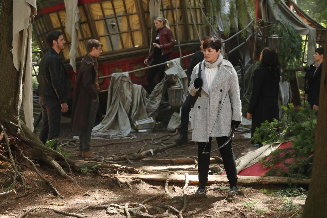 """ONCE UPON A TIME - """"The Savior"""" - As """"Once Upon a Time"""" returns to ABC for its sixth season, SUNDAY, SEPTEMBER 25 (8:00-9:00 p.m. EDT), on the ABC Television Network, so does its classic villain-the Evil Queen. (ABC/Jack Rowand) COLIN O'DONOGHUE, HANK HARRIS, JENNIFER MORRISON, GINNIFER GOODWIN"""