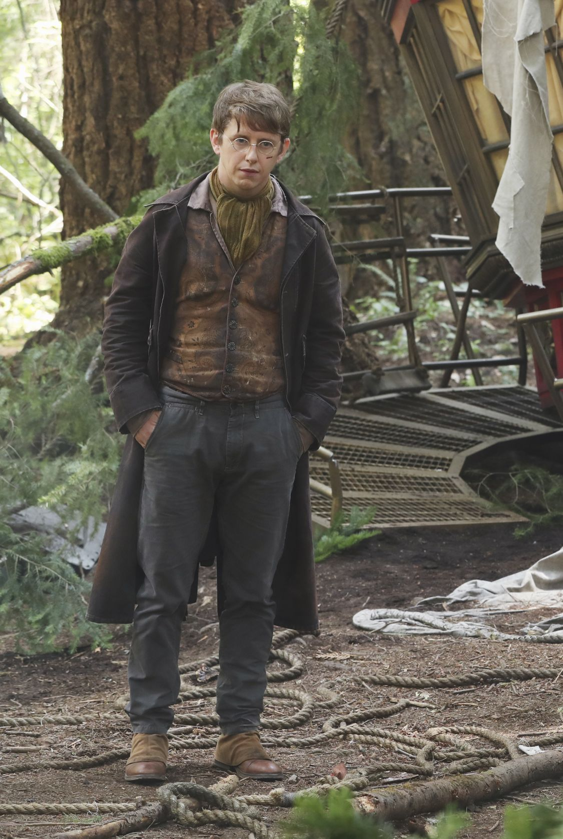"""ONCE UPON A TIME - """"The Savior"""" - As """"Once Upon a Time"""" returns to ABC for its sixth season, SUNDAY, SEPTEMBER 25 (8:00-9:00 p.m. EDT), on the ABC Television Network, so does its classic villain-the Evil Queen. (ABC/Jack Rowand) HANK HARRIS"""