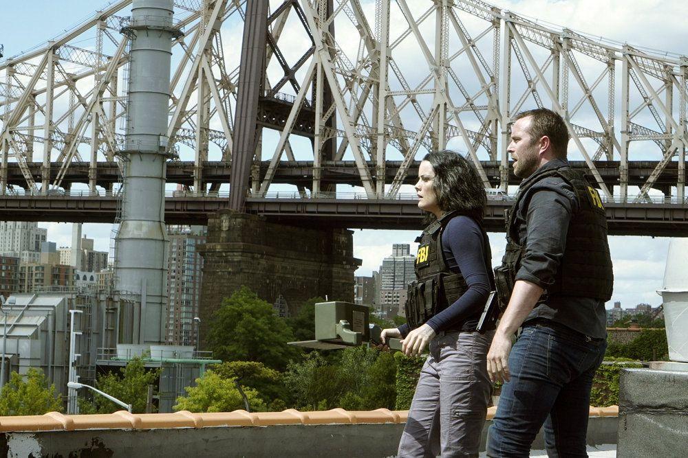 "BLINDSPOT -- ""Heave Fiery Knot"" Episode 202 -- Pictured: (l-r) Jaimie Alexander as Jane Doe, Sullivan Stapleton as Kurt Weller -- (Photo by: Nicole Rivelli/NBC)"