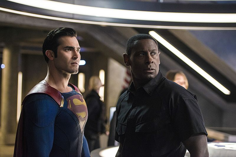 """Supergirl -- """"The Last Children of Krypton"""" -- Image SPG202b_0132 -- Pictured (L-R): Tyler Hoechlin as Clark/Superman and David Harewood as Hank Henshaw -- Photo: Diyah Pera/The CW -- © 2016 The CW Network, LLC. All Rights Reserved"""