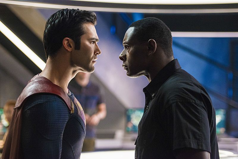 """Supergirl -- """"The Last Children of Krypton"""" -- Image SPG202b_0155 -- Pictured (L-R): Tyler Hoechlin as Clark/Superman and David Harewood as Hank Henshaw -- Photo: Diyah Pera/The CW -- © 2016 The CW Network, LLC. All Rights Reserved"""