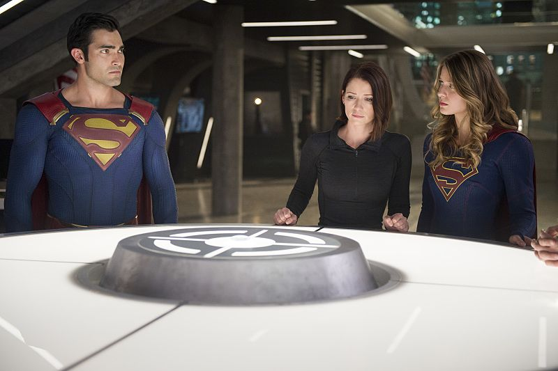 """Supergirl -- """"The Last Children of Krypton"""" -- Image SPG202b_0268 -- Pictured (L-R): Tyler Hoechlin as Clark/Superman, Chyler Leigh as Alex Danvers, and Melissa Benoist Kara/Supergirl -- Photo: Diyah Pera/The CW -- © 2016 The CW Network, LLC. All Rights Reserved"""
