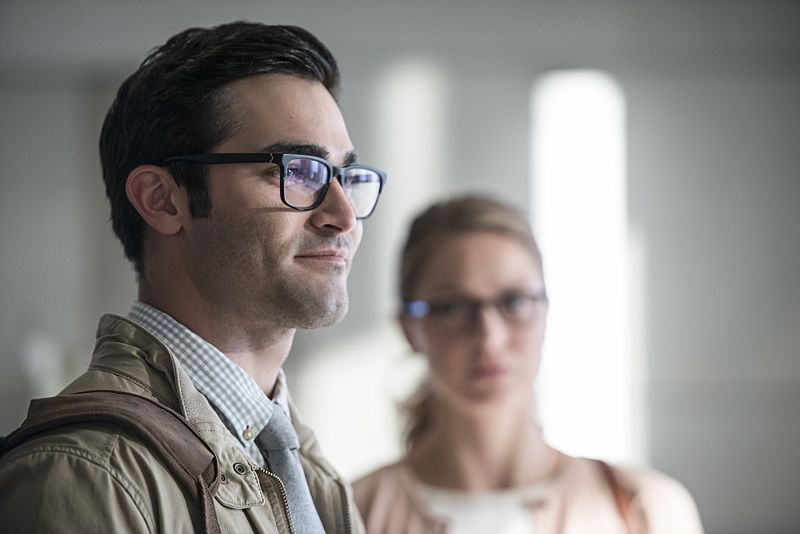"Supergirl -- ""The Adventures Of Supergirl"" -- Image SPG201a_0107 -- Pictured (L_R) Tyler Hoechlin as Clark and Melissa Benoist Kara -- Photo: Diyah Pera/The CW -- © 2016 The CW Network, LLC. All Rights Reserved"