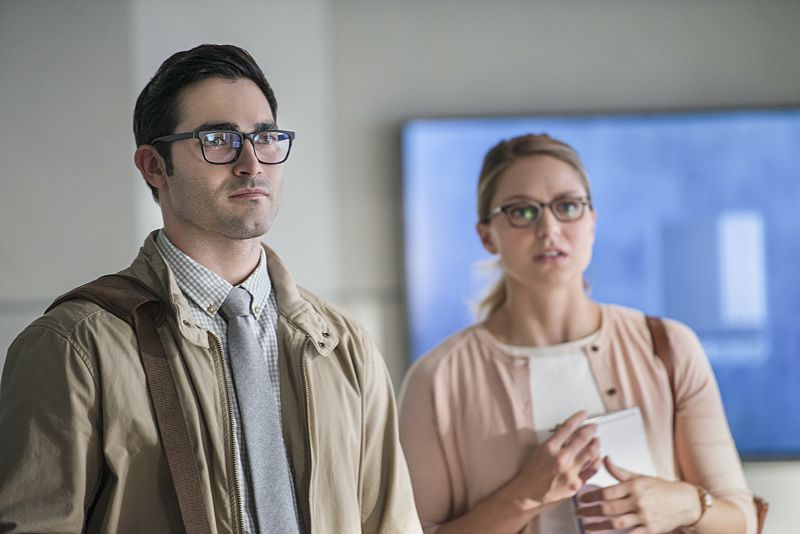 "Supergirl -- ""The Adventures Of Supergirl"" -- Image SPG201a_0213 -- Pictured (L_R) Tyler Hoechlin as Clark and Melissa Benoist Kara -- Photo: Diyah Pera/The CW -- © 2016 The CW Network, LLC. All Rights Reserved"
