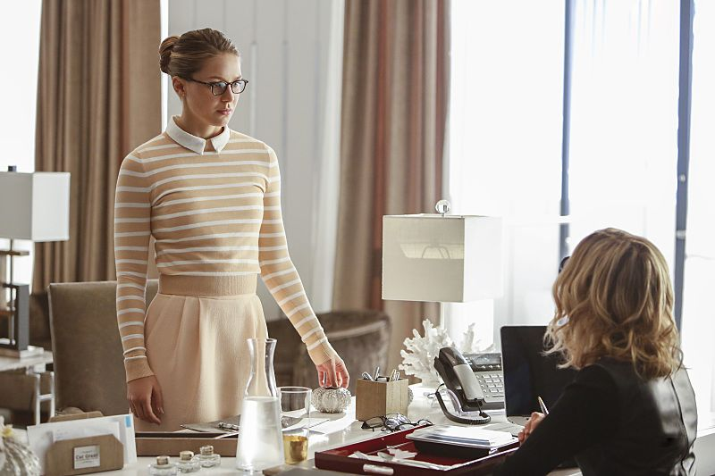 "Supergirl -- ""The Adventures Of Supergirl"" -- Image SPG201b_0182 -- Pictured (L_R) Benoist Kara and Calista Flockhart as Cat -- Photo: Bettina Strauss/The CW -- © 2016 The CW Network, LLC. All Rights Reserved"