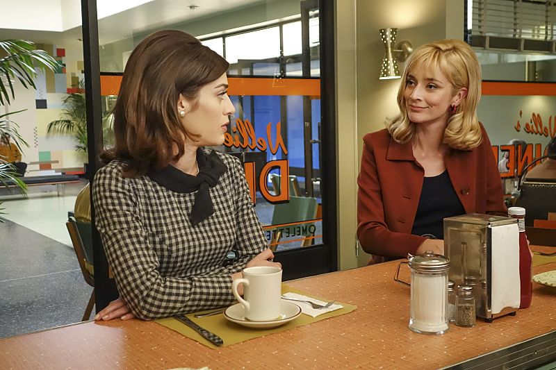 Lizzy Caplan as Virginia Johnson and Caitlin Fitzgerald as Libby Masters in Masters of Sex (season 4, episode 2) - Photo: Warren Feldman/SHOWTIME - Photo ID: MastersofSex_402_0086