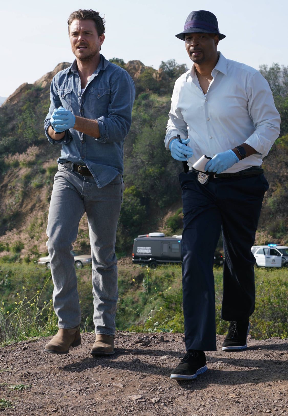 """LETHAL WEAPON: Pictured L-R: Clayne Crawford and Damon Wayans in the """"Pilot"""" series premiere episode of LETHAL WEAPON airing Wednesday, Sept. 21 (8:00-9:00 PM ET/PT) on FOX. ©2016 Fox Broadcasting Co. CR: Richard Foreman/FOX"""
