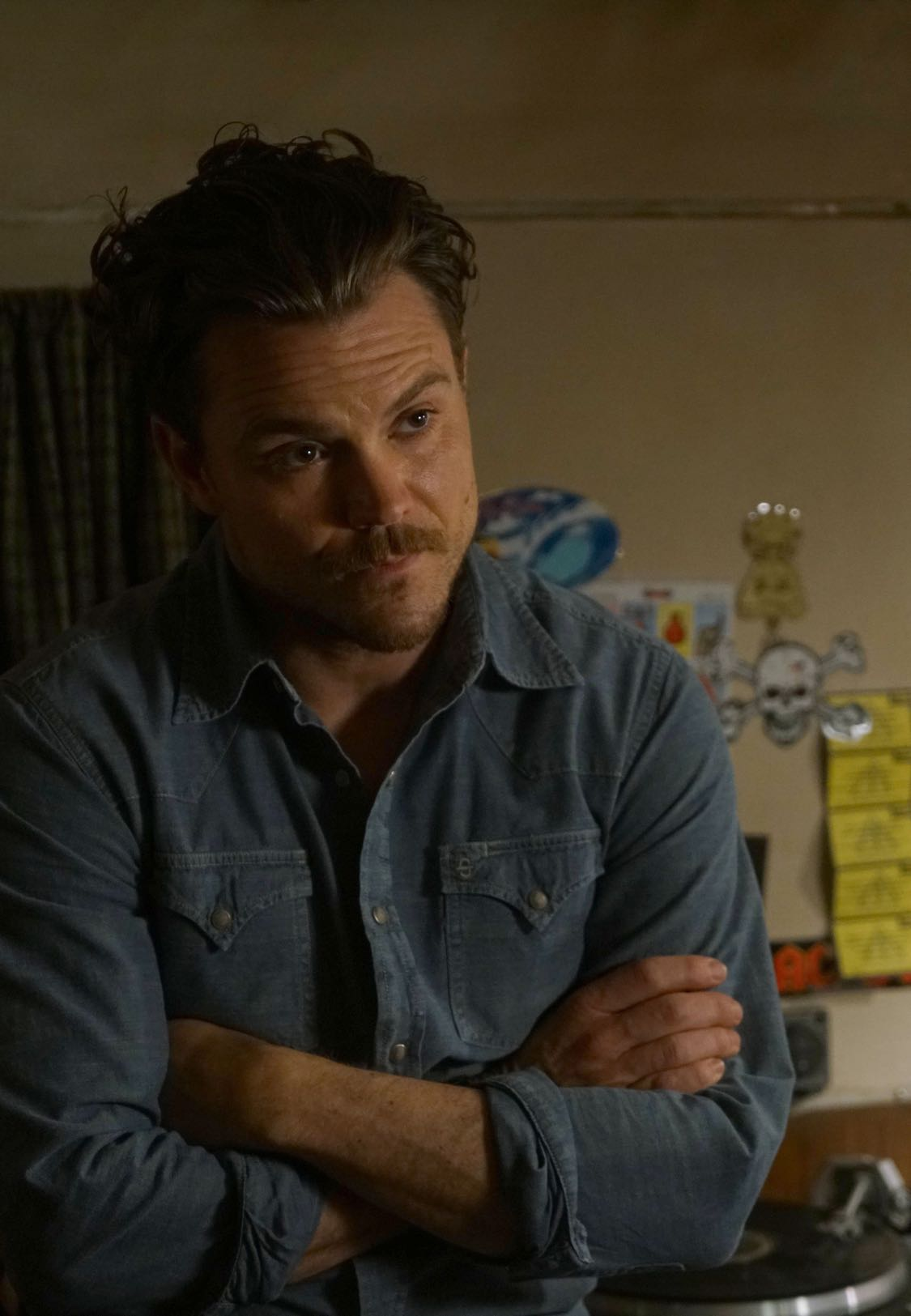 LETHAL WEAPON: Clayne Crawford in the series premiere episode of LETHAL WEAPON airing Wednesday, Sept. 21 (8:00-9:00 PM ET/PT) on FOX. ©2016 Fox Broadcasting Co. CR: Richard Foreman/FOX