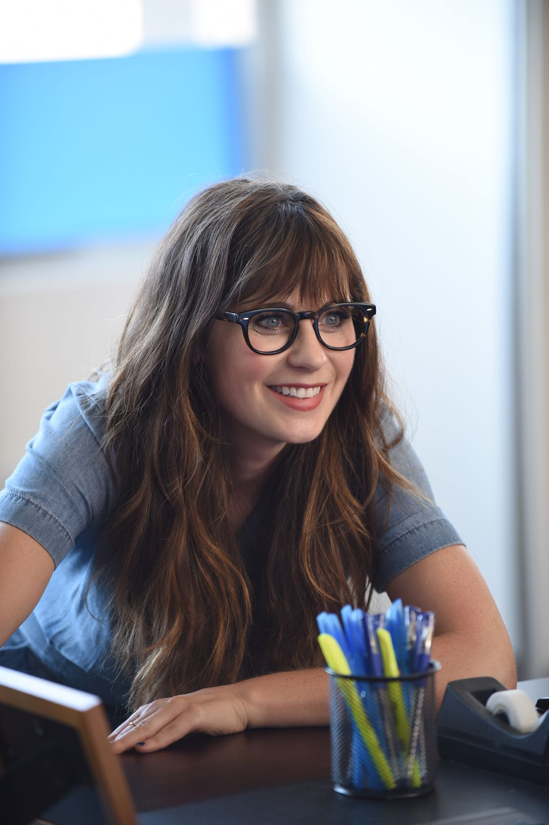 """NEW GIRL: Zooey Deschanel in the """"House Hunt"""" season premiere episode of NEW GIRL airing Tuesday, Sept. 20 (8:30-9:00 PM ET/PT) on FOX. ©2016 Fox Broadcasting Co. Cr: Ray Mickshaw/FOX"""