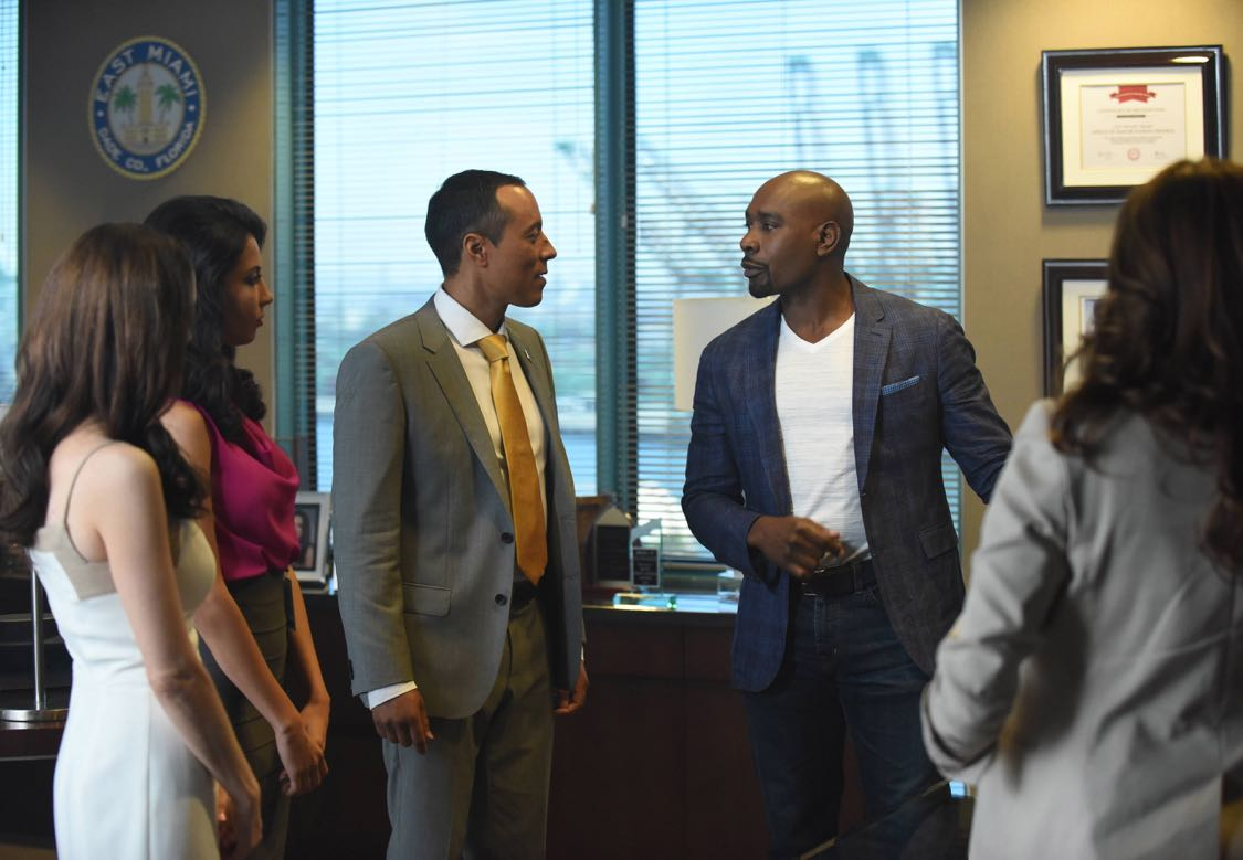 """ROSEWOOD: Pictured Center L-R: Guest star Yancey Arias and Morris Chestnut in the """"Forward Motion & Frat Li"""" episode of ROSEWOOD premiering Thursday, Sept. 22 (8:00-9:00 PM ET/PT) on FOX. ©2016 Fox Broadcasting Co. CR: Ray Mickshaw/FOX"""