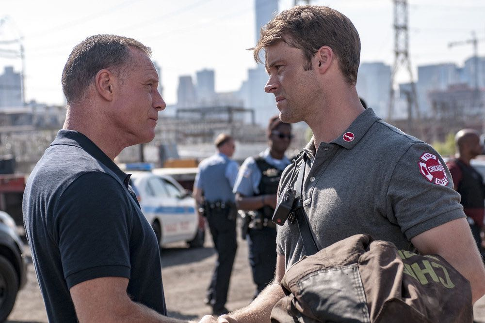 "CHICAGO P.D. -- ""The Silos"" Episode 401 -- Pictured: (l-r) Jason Beghe as Hank Voight, Jesse Spencer as Matthew Casey -- (Photo by: Matt Dinerstein/NBC)"