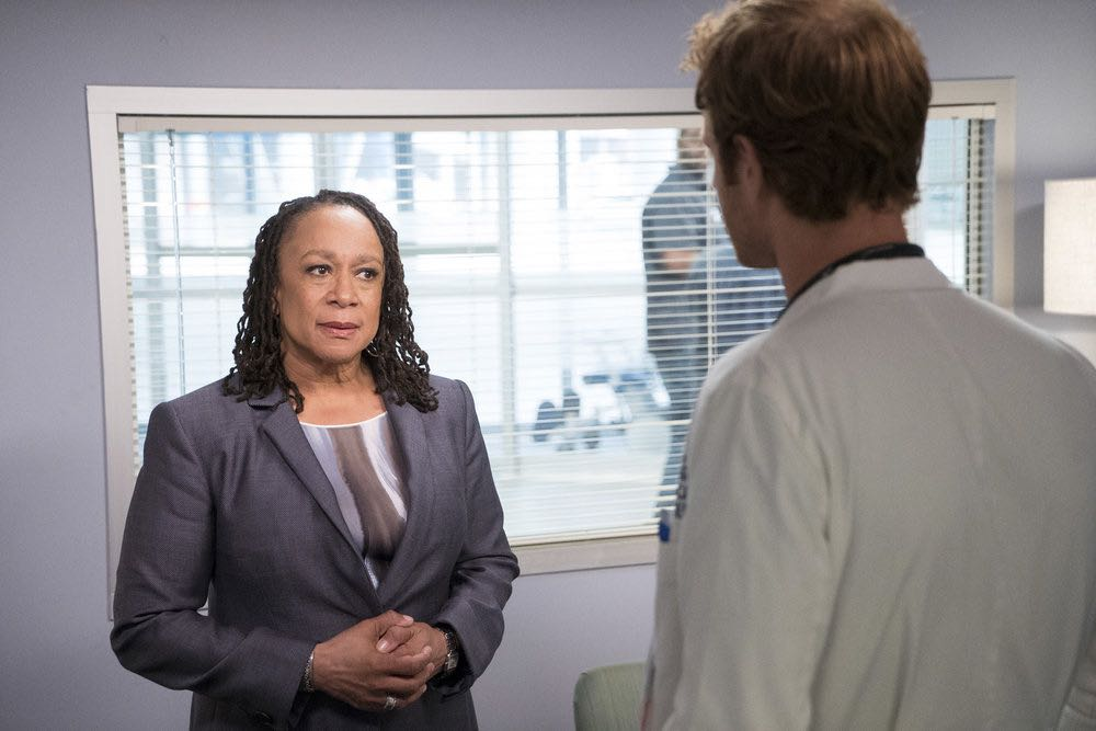 """CHICAGO MED -- """"Soul Care"""" Episode 201 -- Pictured: S. Epatha Merkerson as Sharon Goodwin -- (Photo by: Elizabeth Sisson/NBC)"""