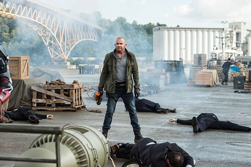 LEGENDS OF TOMORROW Season 2 Episode 1 Photos Out of Time 05