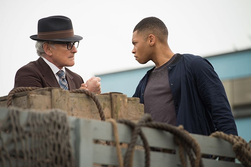 """DC's Legends of Tomorrow -- """"Out of Time""""-- Image LGN201A_0091.jpg Pictured (L-R): Victor Garber as Professor Martin Stein and Franz Drameh as Jefferson """"Jax"""" Jackson -- Photo: Diyah Pera/The CW -- © 2016 The CW Network, LLC. All Rights Reserved."""