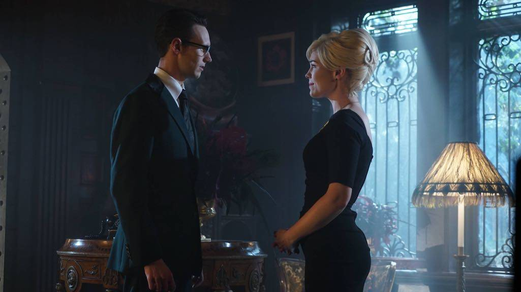 """GOTHAM: L-R: Cory Michael Smith and Chelsea Spack in the """"Mad City: Red Queen"""" episode of GOTHAM airing Monday, Oct. 31 (8:00-9:01 PM ET/PT) on FOX. ©2016 Fox Broadcasting Co. Cr: Nicole Rivelli/FOX."""