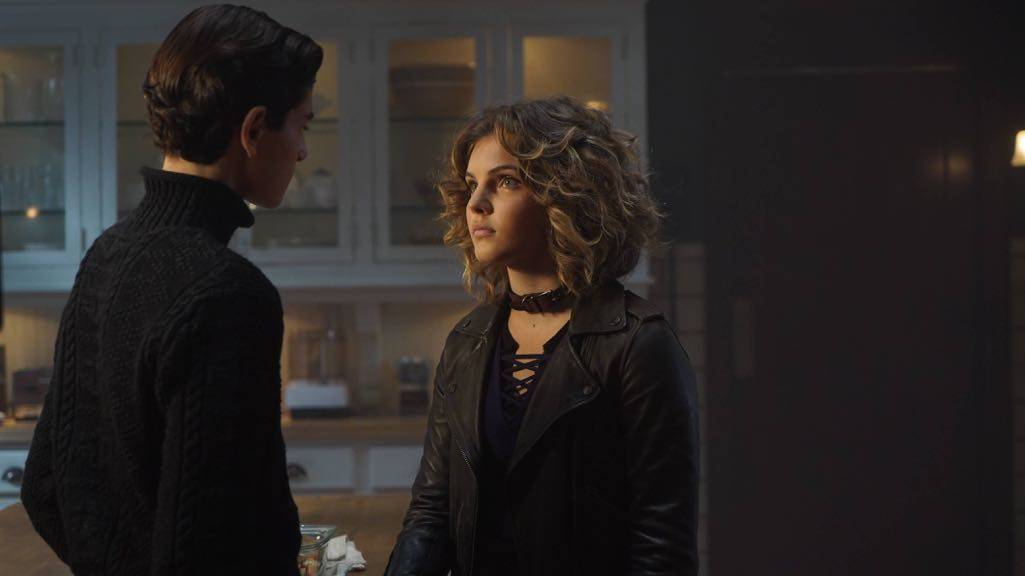 """GOTHAM: L-R: David Mazouz and Camren Bicondova in the """"Mad City: Red Queen"""" episode of GOTHAM airing Monday, Oct. 31 (8:00-9:01 PM ET/PT) on FOX. ©2016 Fox Broadcasting Co. Cr: Nicole Rivelli/FOX."""