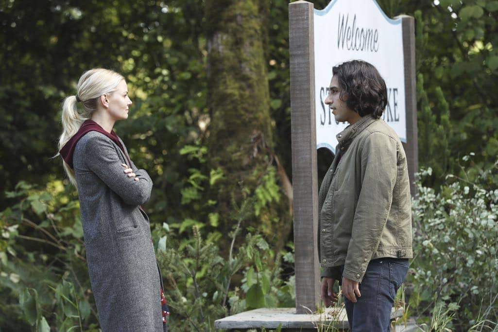 """ONCE UPON A TIME - """"Dark Waters"""" - Emma tries to convince Aladdin to work with Jasmine to help Agrabah, while Regina teams up with Snow and David to free Archie from Zelena. The Evil Queen sows suspicion between Henry and Hook, even as Mr. Gold reminds her of his most important lesson. Meanwhile, in the past, Hook finds himself kidnapped by the mysterious Captain Nemo and held captive inside his legendary submarine, the Nautilus, on """"Once Upon a Time,"""" SUNDAY, OCTOBER 30 (8:00-9:00 p.m. EDT), on the ABC Television Network. (ABC/Jack Rowand) JENNIFER MORRISON, DENIZ AKDENIZ"""