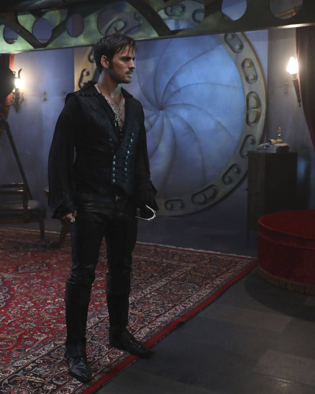 """ONCE UPON A TIME - """"Dark Waters"""" - Emma tries to convince Aladdin to work with Jasmine to help Agrabah, while Regina teams up with Snow and David to free Archie from Zelena. The Evil Queen sows suspicion between Henry and Hook, even as Mr. Gold reminds her of his most important lesson. Meanwhile, in the past, Hook finds himself kidnapped by the mysterious Captain Nemo and held captive inside his legendary submarine, the Nautilus, on """"Once Upon a Time,"""" SUNDAY, OCTOBER 30 (8:00-9:00 p.m. EDT), on the ABC Television Network. (ABC/Jack Rowand) COLIN O'DONOGHUE"""