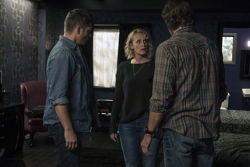 "Supernatural -- ""The Foundry"" -- SN1203b_0127.jpg -- Pictured (L-R): Jensen Ackles as Dean, Samantha Smith as Mary Winchester and Jared Padalecki as Sam -- Photo: Katie Yu/The CW -- © 2016 The CW Network, LLC. All Rights Reserved"