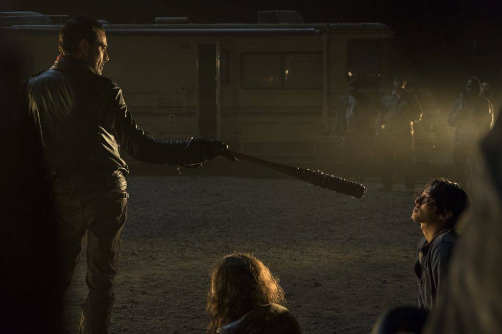>>> NOT TO BE USED UNTIL 10/24/16 at 1:00 AM EST <<< Jeffrey Dean Morgan as Negan, Steven Yeun as Glenn Rhee - The Walking Dead _ Season 7, Episode 1 - Photo Credit: Gene Page/AMC