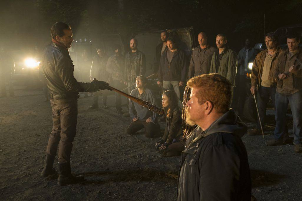 >>> NOT TO BE USED UNTIL 10/24/16 at 1:00 AM EST <<< Jeffrey Dean Morgan as Negan, Michael Cudlitz as Sgt. Abraham Ford, Danai Gurira as Michonne, Norman Reedus as Daryl Dixon, Christian Serratos as Rosita Espinosa, Steven Yeun as Glenn Rhee - The Walking Dead _ Season 7, Episode 1 - Photo Credit: Gene Page/AMC
