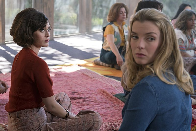 Lizzy Caplan as Virginia Johnson and Betty Gilpin as Nancy in Masters of Sex (season 4, episode 7) - Photo: Warren Feldman/SHOWTIME- Photo ID: MastersofSex_407_0228