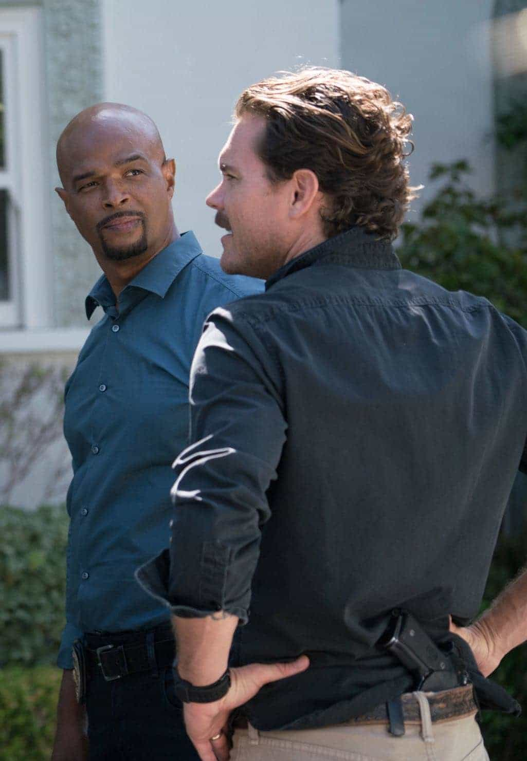 "LETHAL WEAPON: Pictured L-R: Damon Wayans and Clayne Crawford in the ""NAME"" episode of LETHAL WEAPON airing Wednesday, NOV. 2 (8:00-9:00 PM ET/PT) on FOX. ©2016 Fox Broadcasting Co. CR: Michael Desmond/FOX"