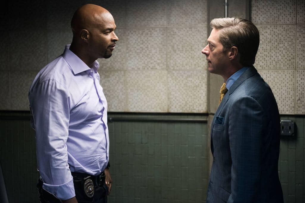 "LETHAL WEAPON: Pictured L-R: Damon Wayans and Kevin Rahm in the ""Ties That Bind"" episode of LETHAL WEAPON airing Wednesday, Nov. 2 (8:00-9:00 PM ET/PT) on FOX. ©2016 Fox Broadcasting Co. CR: Eddy Chen/FOX"