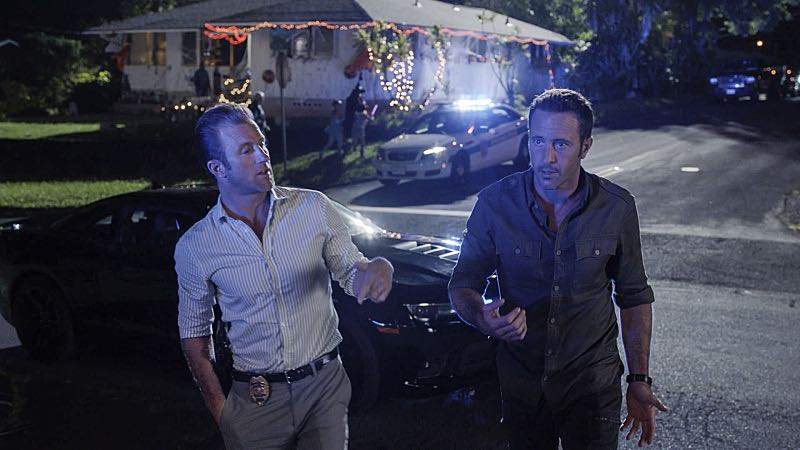 """Ka hale ho'okauweli"" -- On Halloween, Five-0 investigates the murder of a medium with a checkered past who was apparently scared to death by a poltergeist. Also, Kono and Adam are kidnapped by what appears to be a death cult, on HAWAII FIVE-0, Friday, Oct. 28 (9:00-10:00 PM, ET/PT), on the CBS Television Network. Pictured left to right: Scott Caan as Danny ""Danno"" Williams and Alex O'Loughlin as Steve McGarrett. Photo: CBS ©2016 CBS Broadcasting, Inc. All Rights Reserved"