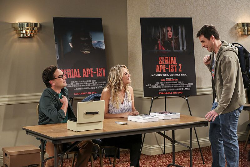"""The Fetal Kick Catalyst"" -- Pictured: Leonard Hofstadter (Johnny Galecki) and Penny (Kaley Cuoco). Penny is surprised to learn she has fans of her performance in ""Serial Ape-ist"" when she attends Van Nuys Comic Con with Leonard. Also, Amy hosts a Sheldon-style brunch at Penny's apartment and Wolowitz makes an impulsive purchase when he starts stressing out about the baby on the way, when THE BIG BANG THEORY moves to its regular time period, Thursday, Oct. 27 (8:00-8:31 PM, ET/PT), on the CBS Television Network. Photo: Michael Yarish/Warner Bros. Entertainment Inc. © 2016 WBEI. All rights reserved."