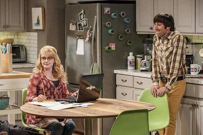 """The Fetal Kick Catalyst"" -- Pictured: Bernadette (Melissa Rauch) and Howard Wolowitz (Simon Helberg). Penny is surprised to learn she has fans of her performance in ""Serial Ape-ist"" when she attends Van Nuys Comic Con with Leonard. Also, Amy hosts a Sheldon-style brunch at Penny's apartment and Wolowitz makes an impulsive purchase when he starts stressing out about the baby on the way, when THE BIG BANG THEORY moves to its regular time period, Thursday, Oct. 27 (8:00-8:31 PM, ET/PT), on the CBS Television Network. Photo: Michael Yarish/Warner Bros. Entertainment Inc. © 2016 WBEI. All rights reserved."