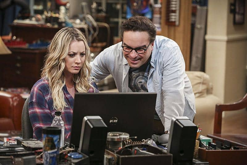 """The Fetal Kick Catalyst"" -- Pictured: Penny (Kaley Cuoco) and Leonard Hofstadter (Johnny Galecki). Penny is surprised to learn she has fans of her performance in ""Serial Ape-ist"" when she attends Van Nuys Comic Con with Leonard. Also, Amy hosts a Sheldon-style brunch at Penny's apartment and Wolowitz makes an impulsive purchase when he starts stressing out about the baby on the way, when THE BIG BANG THEORY moves to its regular time period, Thursday, Oct. 27 (8:00-8:31 PM, ET/PT), on the CBS Television Network. Photo: Michael Yarish/Warner Bros. Entertainment Inc. © 2016 WBEI. All rights reserved."