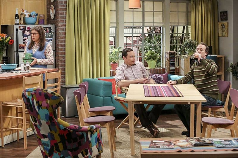 """The Fetal Kick Catalyst"" -- Pictured: Amy Farrah Fowler (Mayim Bialik), Sheldon Cooper (Jim Parsons) and Stuart (Kevin Sussman). Penny is surprised to learn she has fans of her performance in ""Serial Ape-ist"" when she attends Van Nuys Comic Con with Leonard. Also, Amy hosts a Sheldon-style brunch at Penny's apartment and Wolowitz makes an impulsive purchase when he starts stressing out about the baby on the way, when THE BIG BANG THEORY moves to its regular time period, Thursday, Oct. 27 (8:00-8:31 PM, ET/PT), on the CBS Television Network. Photo: Michael Yarish/Warner Bros. Entertainment Inc. © 2016 WBEI. All rights reserved."