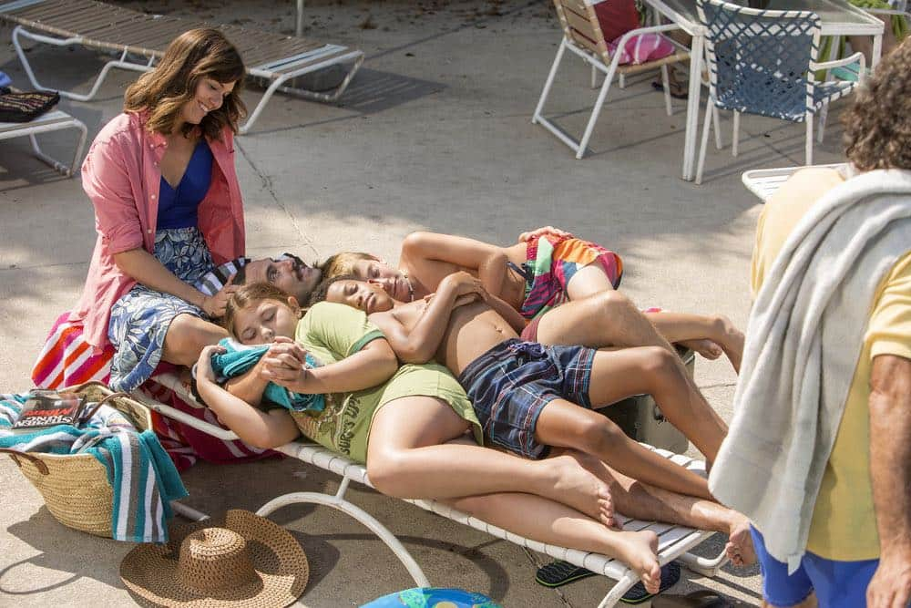 "THIS IS US -- ""The Pool"" Episode 104 -- Pictured: (l-r) Mandy Moore as Rebecca, Mackenzie Hancsicsak as 8 year old Kate, Milo Ventimiglia as Jack, Lonnie Chavis as 8 year old Randall, Parker Bates as 8 year old Kevin -- (Photo by: Ron Batzdorff/NBC)"