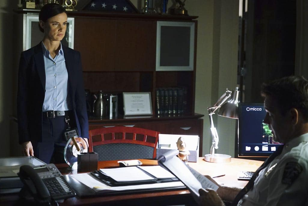 """SECRETS AND LIES - """"The Detective"""" - Eric discovers that he and Danny have more in common than he first believed. The two get closer to finding Liam, but they aren't the only ones who have been hot on his trail. At work, things begin to unravel when Patrick fails to cover for Eric at a big meeting and then gets swept up in Detective Cornell's web of interrogation. And just when Eric begins to get some answers, he is confronted by a huge betrayal, leaving him speechless, on """"Secrets and Lies,"""" SUNDAY, OCTOBER 23 (9:00-10:00 p.m. EDT), on the ABC Television Network. (ABC/Richard Cartwright) JULIETTE LEWIS"""